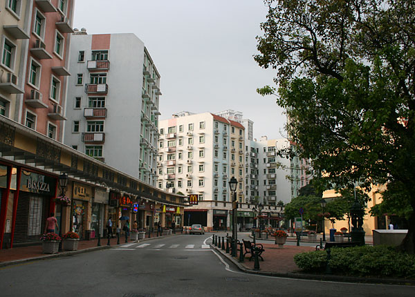 Check here for a map of macau hotels and links to discount rates