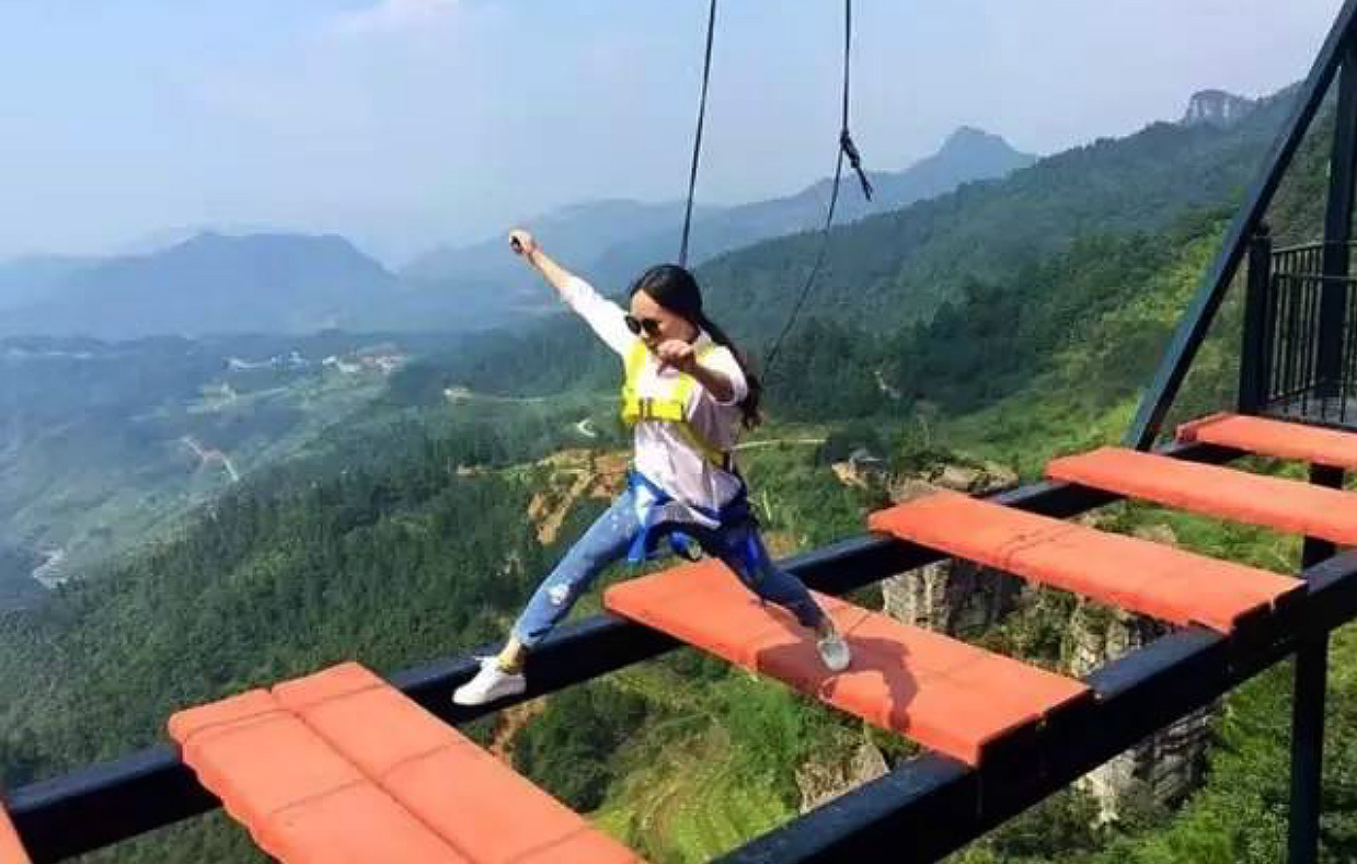 [Jeu] Association d'images - Page 20 Chongqing-sky-walk-3
